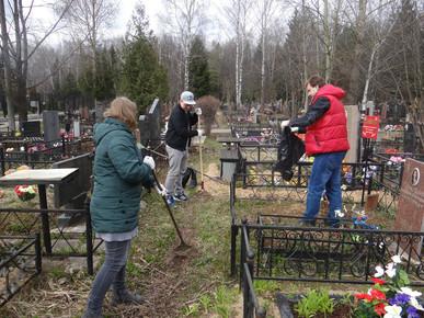 Мемориально-патронатная акция по уходу за захоронениями участников ВОВ.