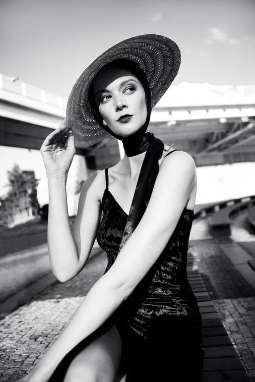 Andrea_hat_woman