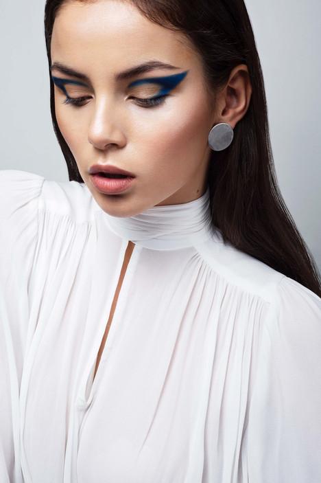 Vindy_blue_makeup