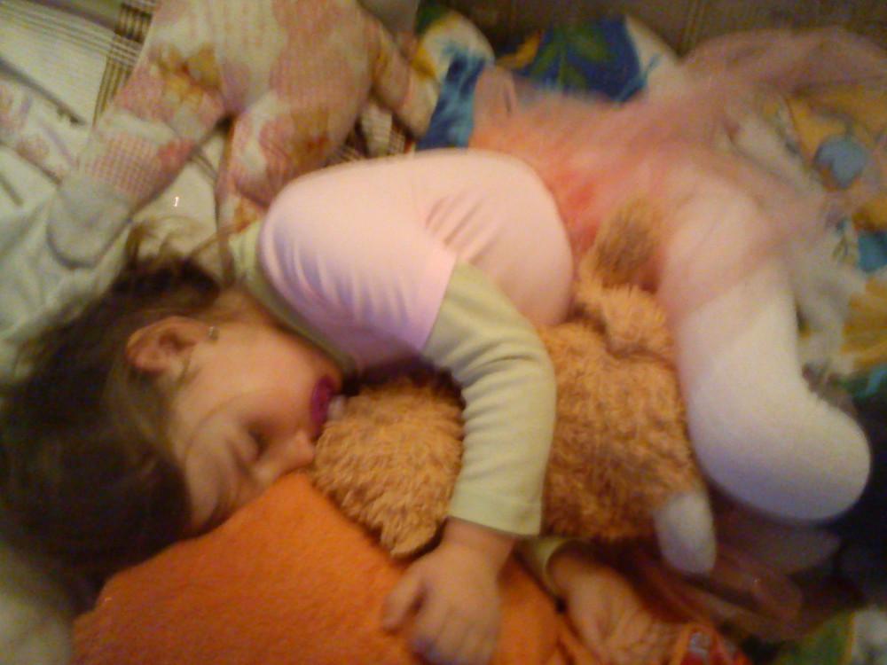 Alvó kislány