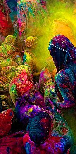 Színek ünneplése - hindu fesztivál, forrás:  Poras Chaudhary