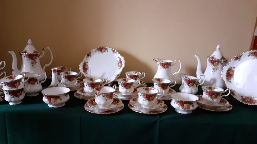 ROYAL ALBERT'S , OLD COUNTRY ROSES SET CAFFE' / TEA