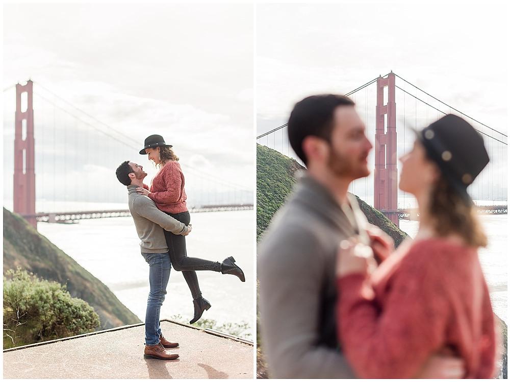 Séance photo de couple à San Francisco : le jeune homme porte la jeune femme devant le golden gate bridge