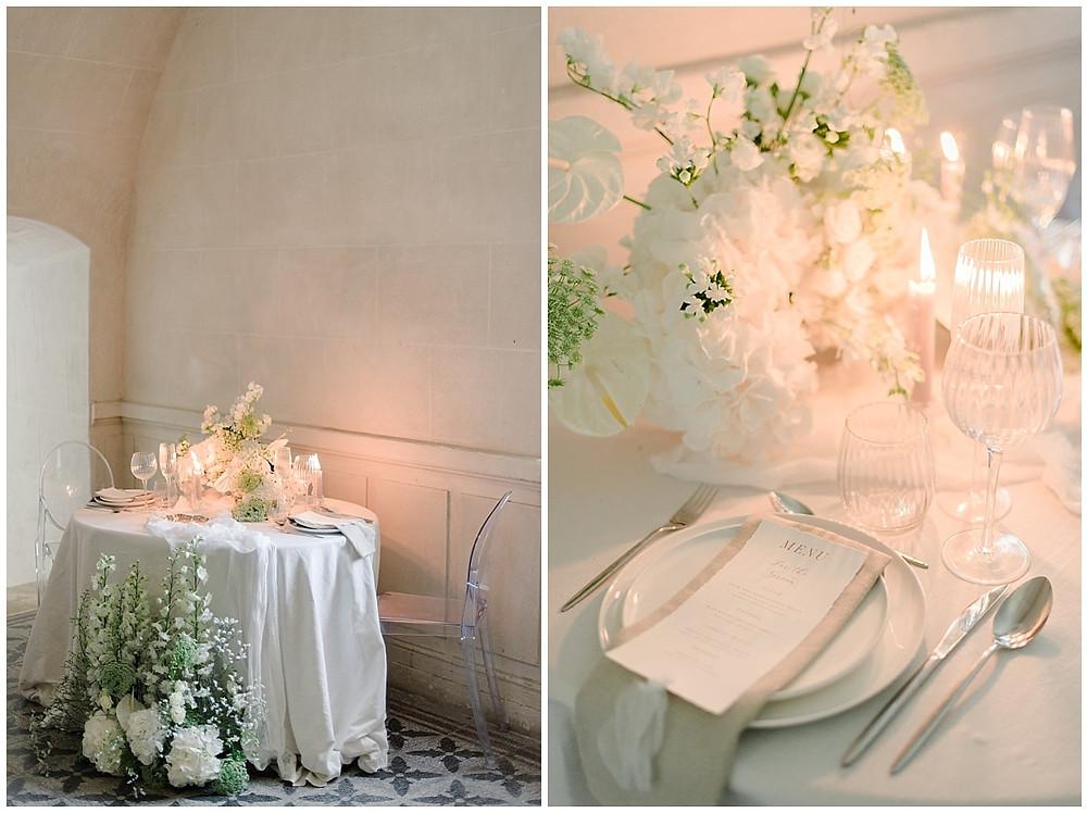Table des mariés au Château de Sénéguier : il s'agit d'une table dans l'esprit fine art, une table ovale pour deux personnes. La table est décorée de fleurs et de bougies. La vaisselle donne un aspect très élégant à la décoration de cette table. Les fleurs sont assorties au bouquet de la mariée. Dans les assiettes, le menu du dîner a été déposé.