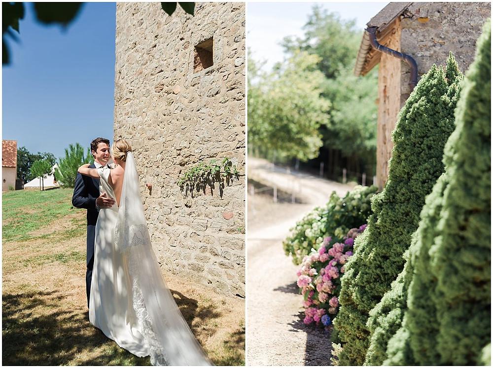 Les mariés s'enlacent à l'ombre des arbres sur cette propriété privée de Bourgogne.