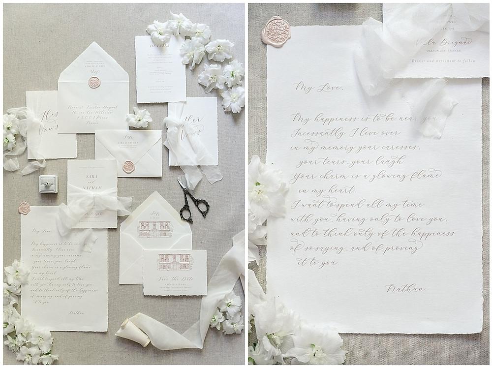 Photo de la papeterie de mariage : mise en scène des petits détails, flatlay papeterie mariage au Château de Sénéguier