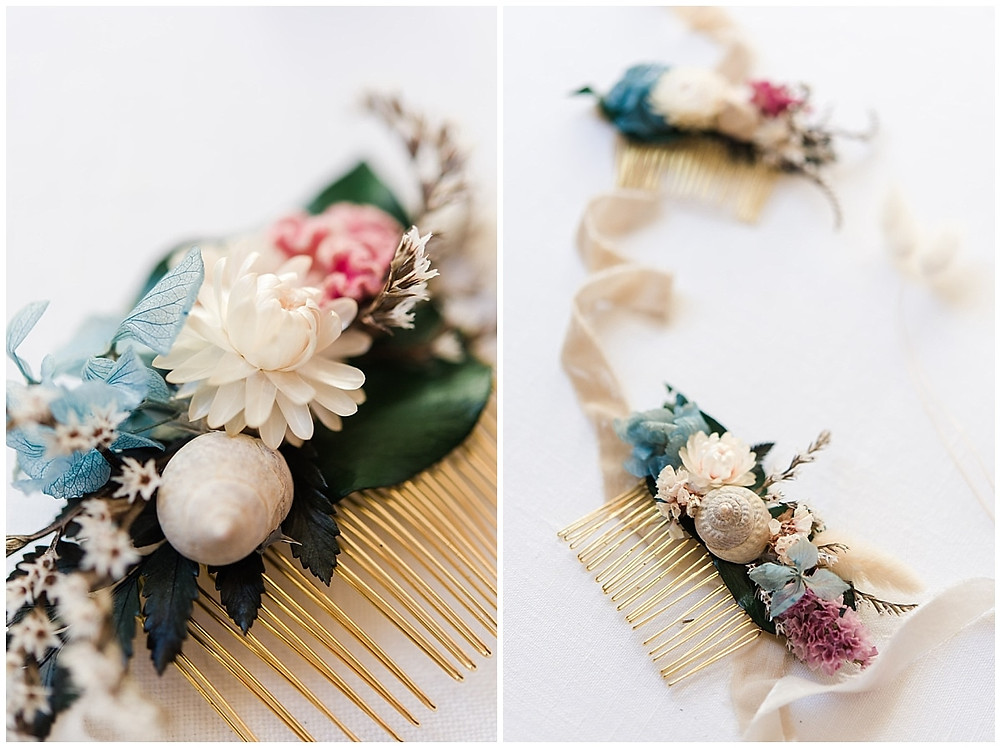 Photo des accessoires des demoiselles d'honneur du mariage : il s'agit de peignes ornés de fleurs séchées qu'elles porteront dans les cheveux.
