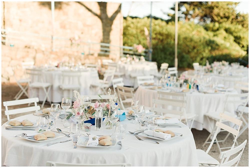 Décoration : dîner de mariage en extérieur à Saint-Mandrier-sur-Mer.