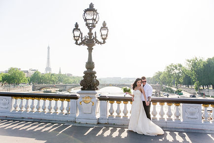 paris-wedding-photographer - embracing couple at Alexender III Bridge in Paris at sunset