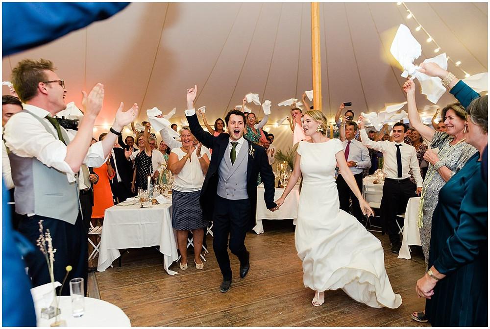 Entrée des mariés - photographe mariage bourgogne