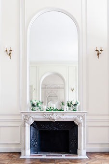 paris-wedding-photographer - typical Paris castle decor with white flower and marble