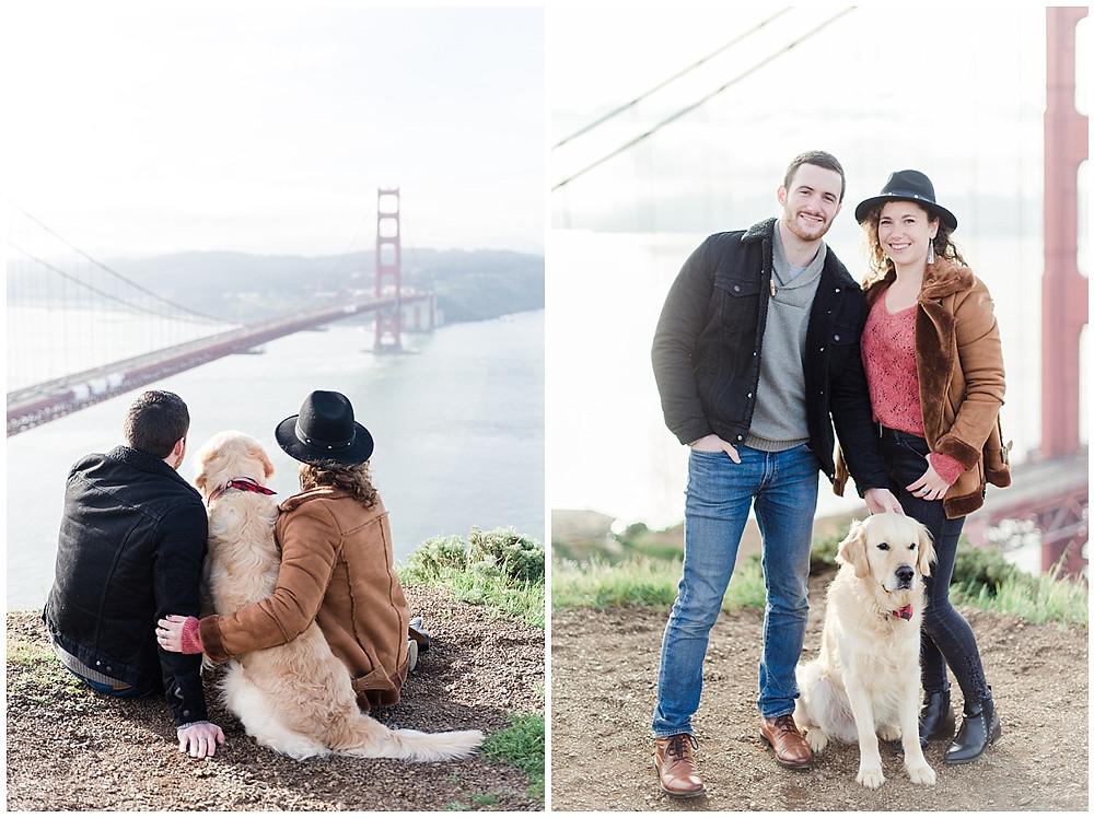 Photos de couple lors d'une séance photo lifestyle à San Francisco. Le couple se trouve avec son chien à Marin Headlands. Des hauteurs, on peut voir le Golden Gate Bridge et la baie de San Francisco.