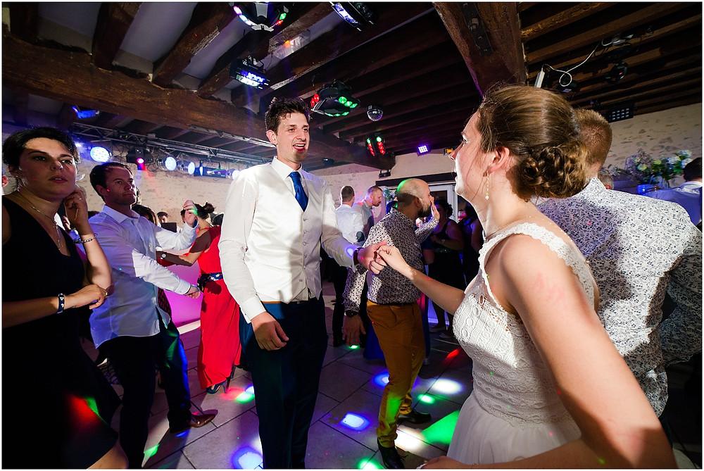 danse mariés la vallée aux pages