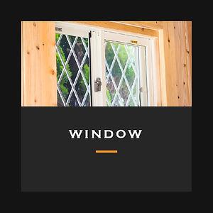 風と光が降り注ぐ網戸付きの窓
