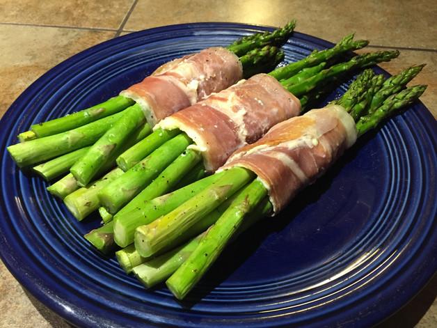 Prosciutto Wrapped Asparagus with Garlic Cream Cheese recipe