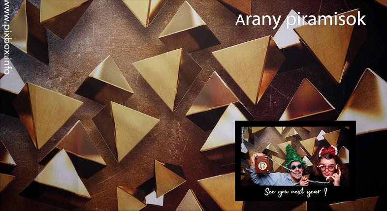 Arany piramisok selfiegép h