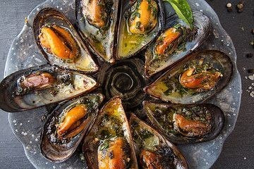 Organic, sustainable, cleaned & graded.  Exmouth Mussels 3kg £10.50