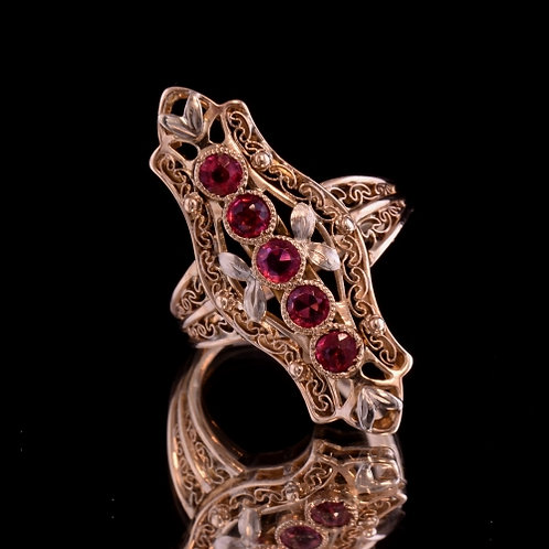 Spinel and Yellow Gold Ring