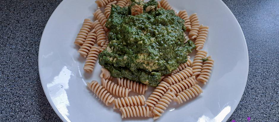 Putenbrust mit Spinat und Vollkornnudeln (2 Portionen)