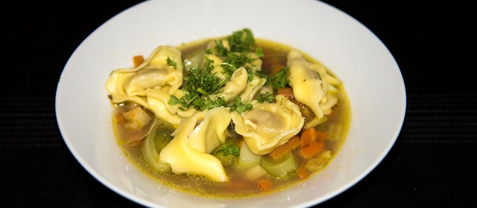 Gemüsesuppe mit Tortellini                       (2 Portionen)