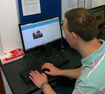 Mart Lee volunteer Online Chum mentor