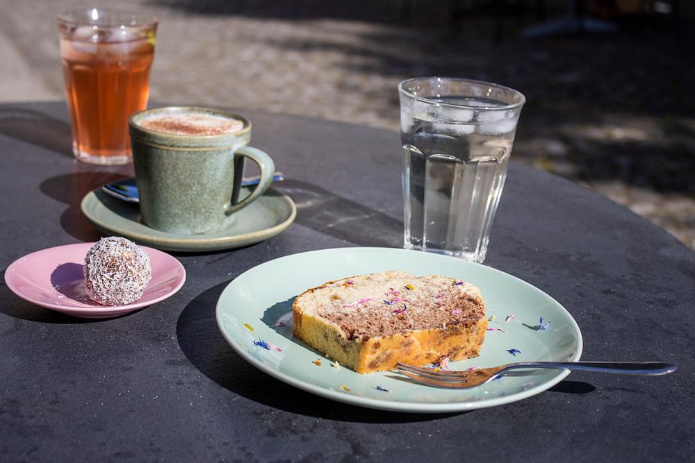 Kaffe und Kuchen in Biel