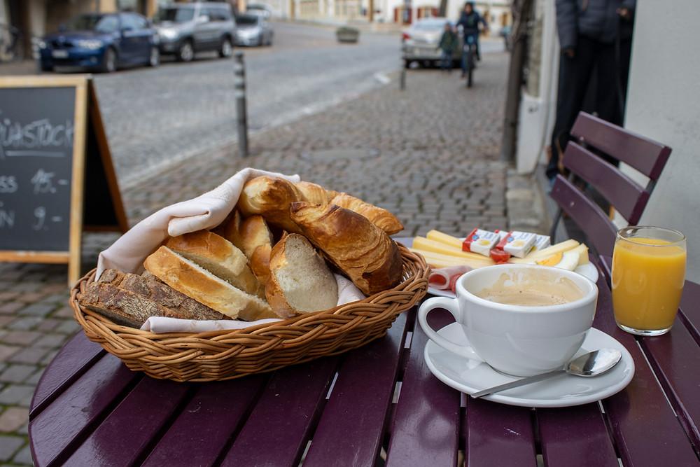 Grosses Frühstück in Erlach