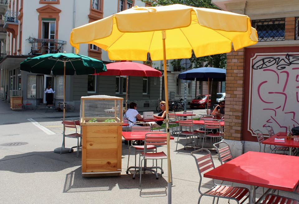Terrasse des Restaurant Lokal an der Zihl in Biel