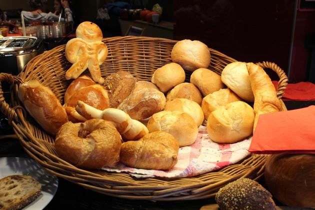 Im Brotparadies – Bäckerei-Konditorei-Café Krähenbühl, Kerzers