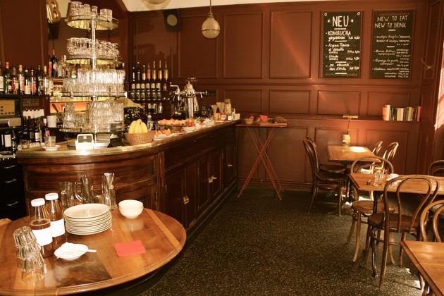 Jeden Sonntag anders – Café Du Commerce, Biel