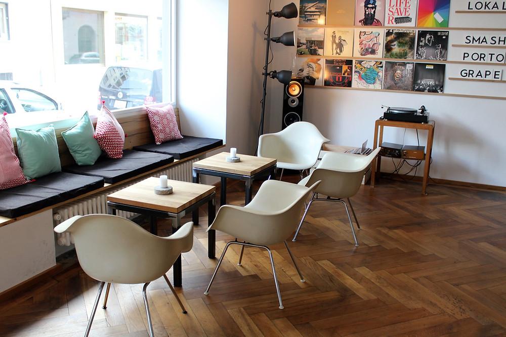 Sitzecke im Restaurant Lokal in Biel