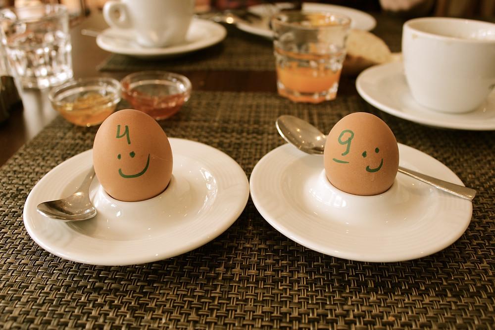 zwei gekochte Eier