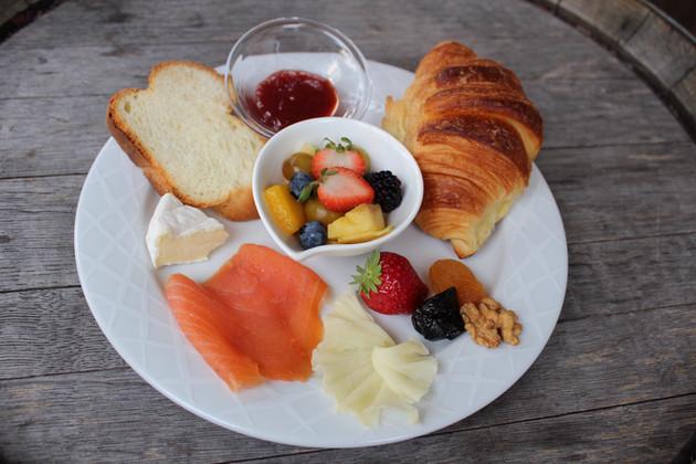 Frühes Frühstück beim Philosophen – Hotel Restaurant Jean-Jacques Rousseau, La Neuveville