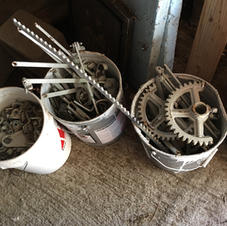 Gears, arms and brackets for the ventilation system