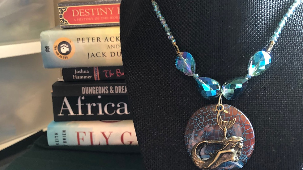 Dyed Agate Beaded Necklace with Crystal