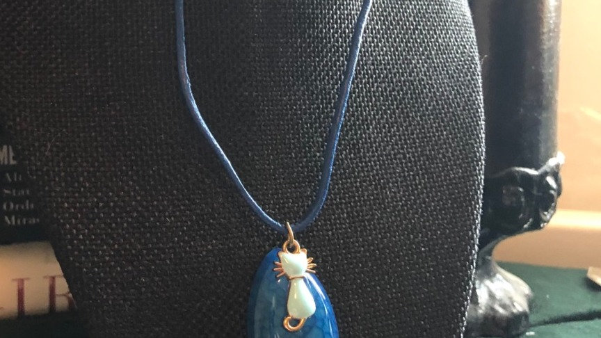 Dyed Agate Cat Necklace