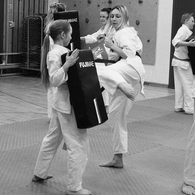«Yes, I kick like a girl.jpg
