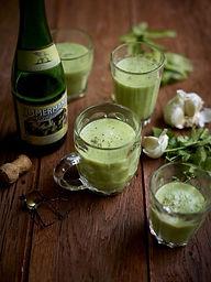 Koud soepje van komkommer, koriander, lo