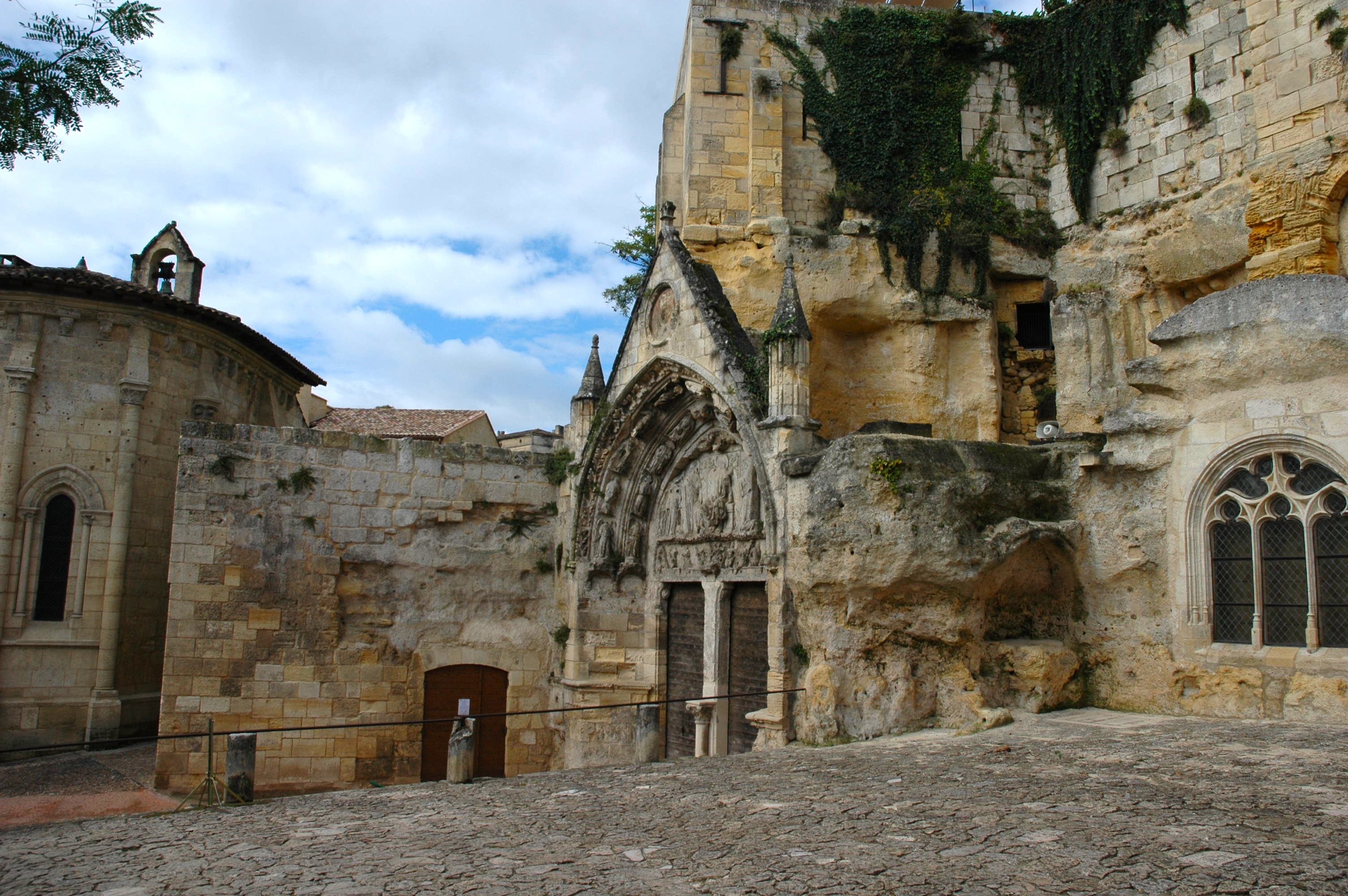Monolithique Church, Saint Emilion