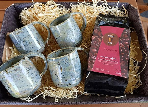 Geschenkset: 4 tassen met oor met koffie