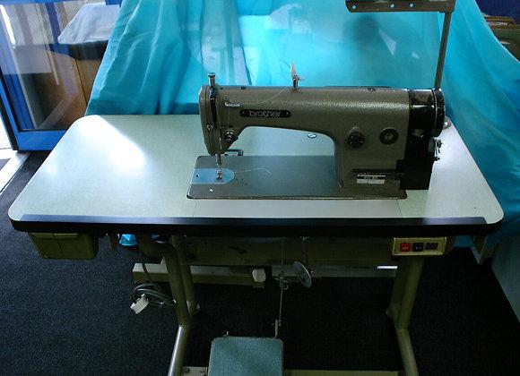 Brother B755-MK2 DB2-714 Industrial sewinng machine,