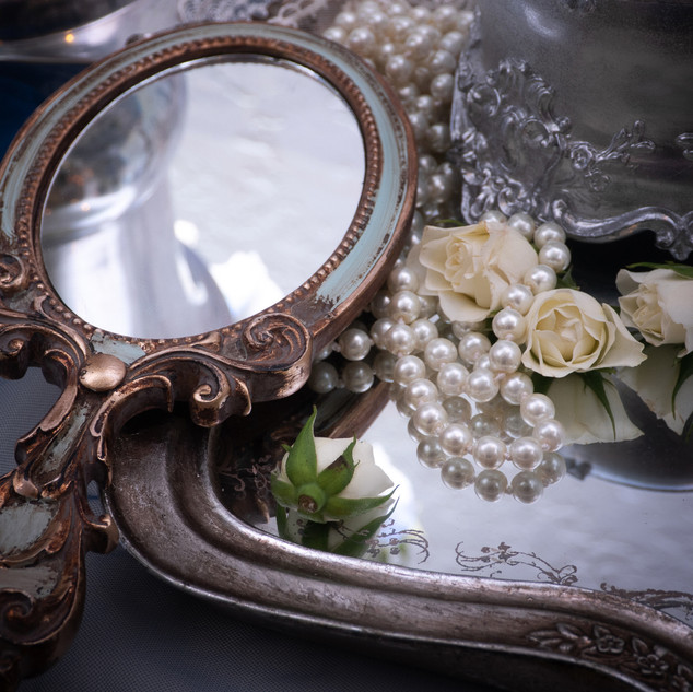 зеркало и украшенье