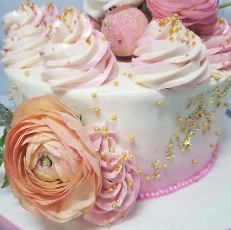 "Close up of 8"" Smash Cake"