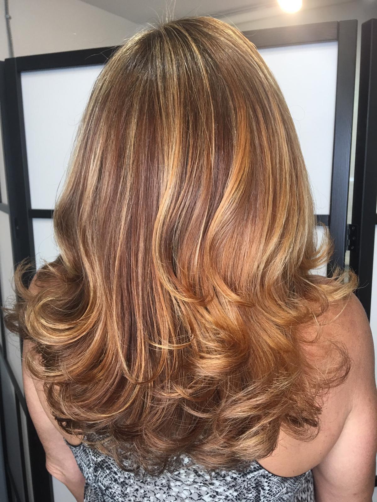 Wash, Blow Dry & Style (Medium Hair)