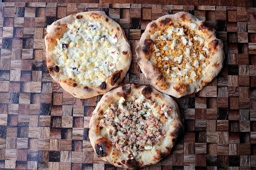 商品名:【3種のチーズベースセット】 セット内容:「Pizza からしマヨ焦がし醤油コーン」「Pizza ハーブチキン」「Pizza 5種のチーズ」 価格:3,950円(税抜)