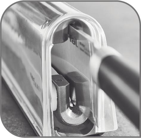 安全に出し入れできる  セイフティ―ナイフロッキングシステムで、安全に出し入れできます。
