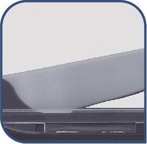 デュアルピボットシャープニングシステム 毎回出し入れするたびに、最適な角度に刃が砥がれるように導きます。