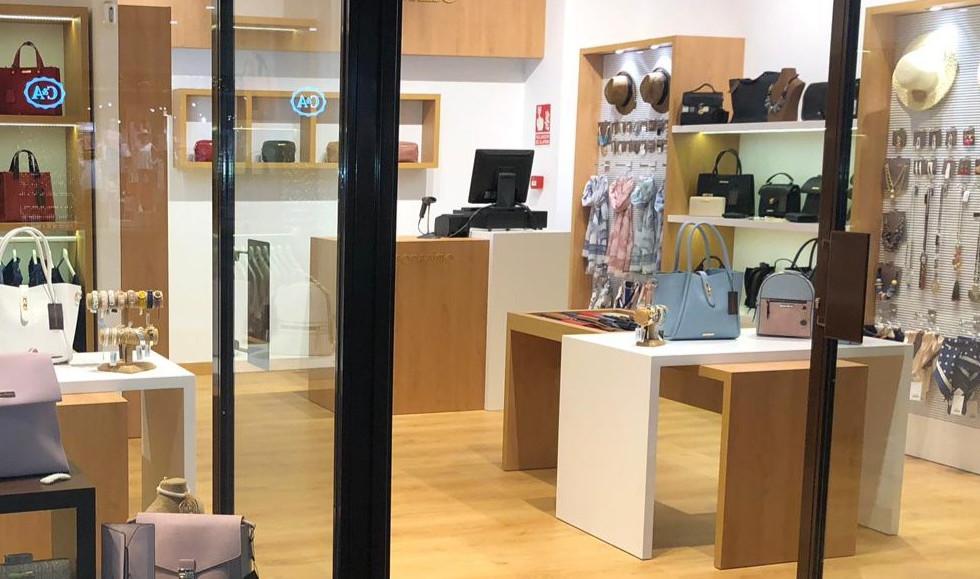 fashion and accessories stores - accessorisismo.jpg
