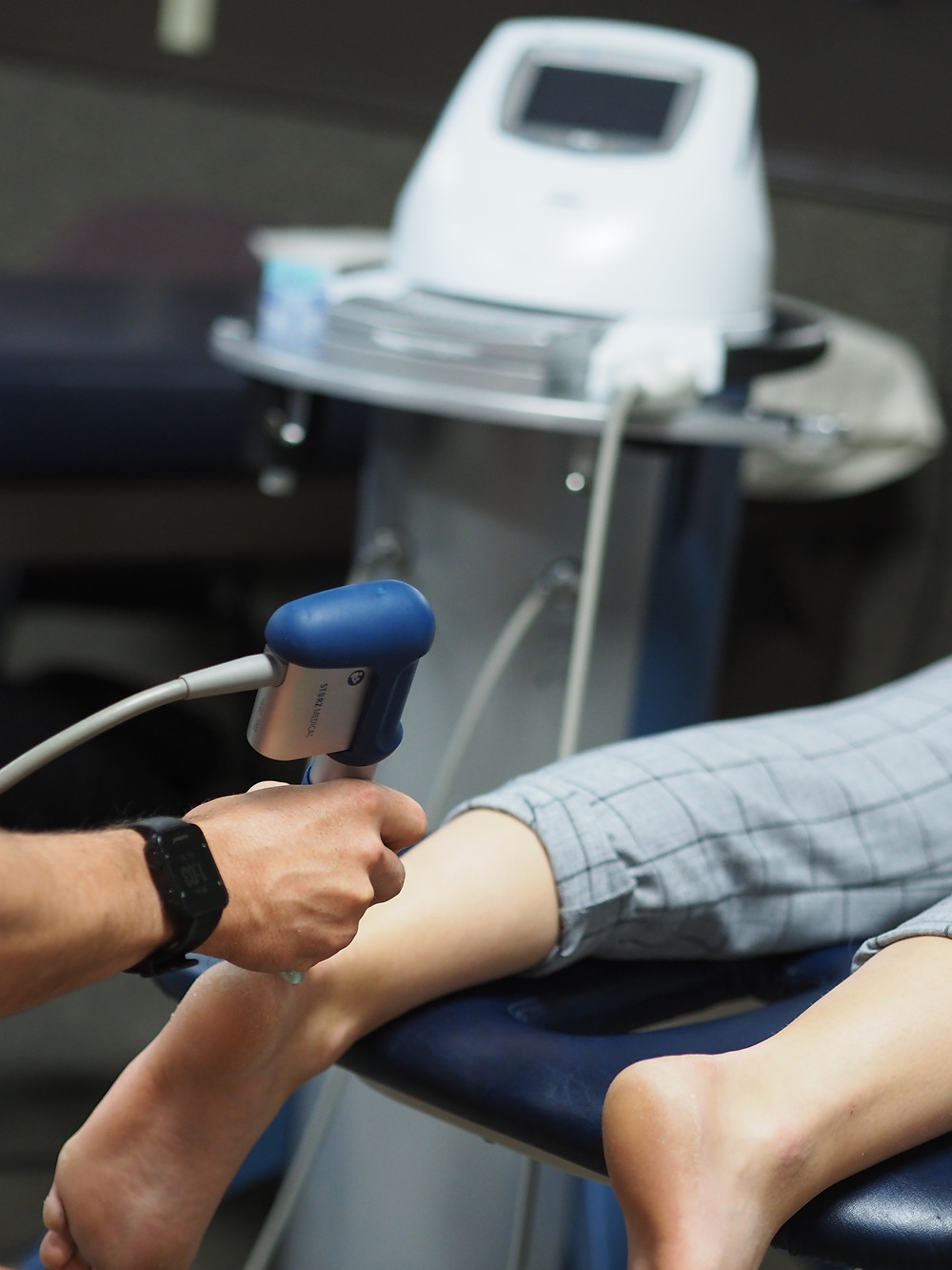 shockwave therapy of achilles tendon in physiotherapy clinic