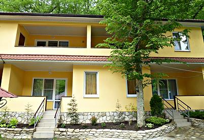 Комфортабельные номера с балконом и кухней.